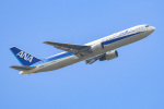 あっくんkczさんが、高知空港で撮影した全日空 767-381/ERの航空フォト(飛行機 写真・画像)