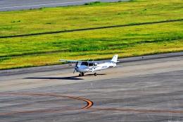 Jin Bergqiさんが、神戸空港で撮影した学校法人ヒラタ学園 航空事業本部 172S Skyhawk SPの航空フォト(飛行機 写真・画像)