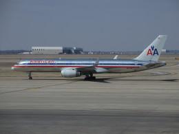 NIKEさんが、ダラス・フォートワース国際空港で撮影したアメリカン航空 757-223の航空フォト(飛行機 写真・画像)