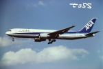tassさんが、成田国際空港で撮影した全日空 767-381の航空フォト(飛行機 写真・画像)