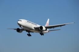 素足の女神さんが、伊丹空港で撮影した日本航空 777-289の航空フォト(飛行機 写真・画像)