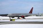 北の熊さんが、新千歳空港で撮影したオムニエアインターナショナル 777-2U8/ERの航空フォト(飛行機 写真・画像)