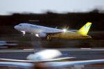 KAZKAZさんが、成田国際空港で撮影したバニラエア A320-214の航空フォト(飛行機 写真・画像)