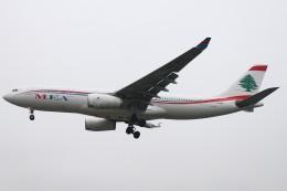 BTYUTAさんが、ロンドン・ヒースロー空港で撮影したミドル・イースト航空 A330-243の航空フォト(飛行機 写真・画像)