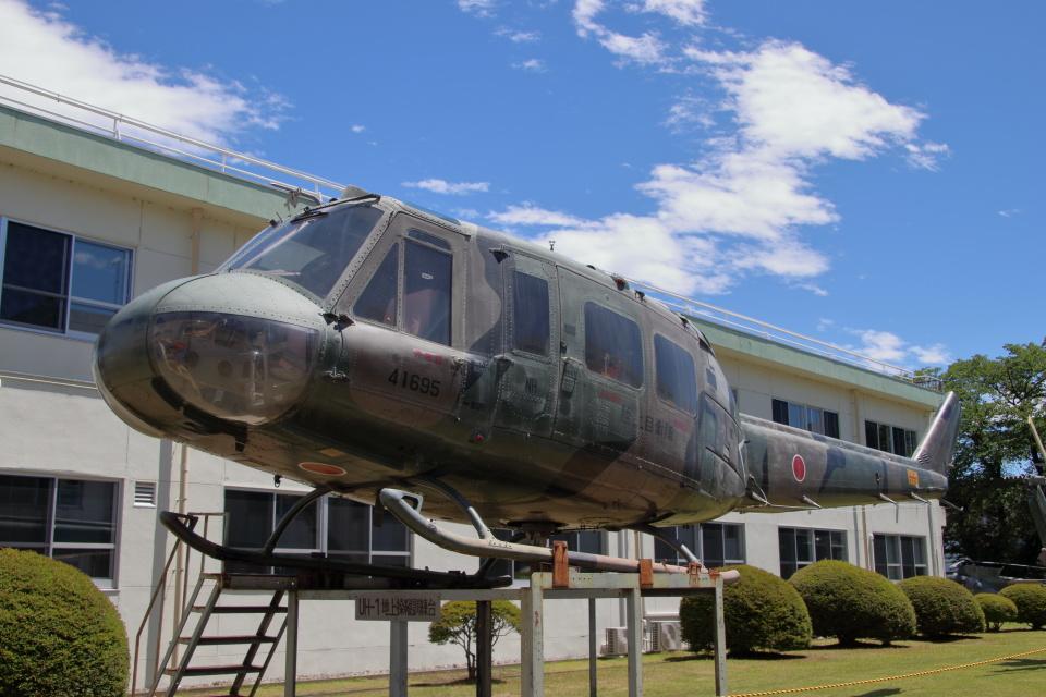 石鎚さんの陸上自衛隊 Fuji UH-1H (41695) 航空フォト
