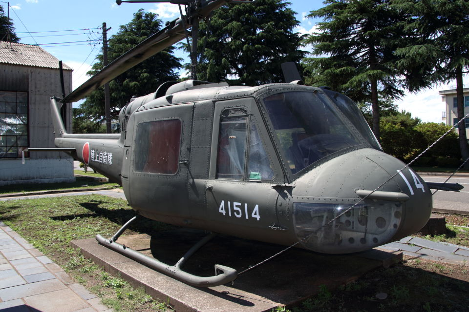 石鎚さんの陸上自衛隊 Fuji UH-1B (41514) 航空フォト