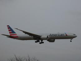 さんまるエアラインさんが、成田国際空港で撮影したアメリカン航空 777-323/ERの航空フォト(飛行機 写真・画像)