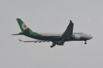 kuro2059さんが、ノイバイ国際空港で撮影したエバー航空 A330-203の航空フォト(飛行機 写真・画像)