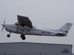 YaoRJOYさんが、八尾空港で撮影した学校法人ヒラタ学園 航空事業本部 172S Skyhawk SPの航空フォト(飛行機 写真・画像)