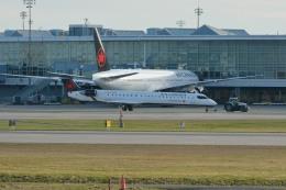 小弦さんが、バンクーバー国際空港で撮影したエア・カナダ ジャズ CL-600-2D15 Regional Jet CRJ-705ERの航空フォト(飛行機 写真・画像)