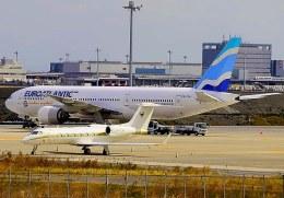 VICTER8929さんが、羽田空港で撮影したユーロアトランティック・エアウェイズ 777-212/ERの航空フォト(飛行機 写真・画像)