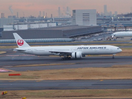hirohirokinさんが、羽田空港で撮影した日本航空 777-346/ERの航空フォト(飛行機 写真・画像)