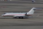 TAKA-Kさんが、羽田空港で撮影したビスタジェット BD-700-1A10 Global 6000の航空フォト(飛行機 写真・画像)