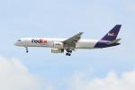 OMAさんが、シンガポール・チャンギ国際空港で撮影したフェデックス・エクスプレス 757-236の航空フォト(飛行機 写真・画像)