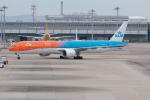 ぬるぽさんが、関西国際空港で撮影したKLMオランダ航空 777-306/ERの航空フォト(飛行機 写真・画像)
