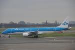 JA8037さんが、アムステルダム・スキポール国際空港で撮影したKLMシティホッパー ERJ-190-100(ERJ-190STD)の航空フォト(飛行機 写真・画像)