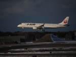 たにしさんが、三沢飛行場で撮影したジェイ・エア ERJ-190-100(ERJ-190STD)の航空フォト(飛行機 写真・画像)