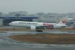 しんさんが、福岡空港で撮影した日本航空 777-246の航空フォト(写真)