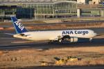 turenoアカクロさんが、羽田空港で撮影した全日空 767-381Fの航空フォト(飛行機 写真・画像)