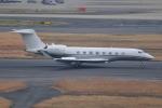 M.Ochiaiさんが、羽田空港で撮影したケイマン諸島企業所有 G650 (G-VI)の航空フォト(飛行機 写真・画像)