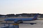 よんすけさんが、成田国際空港で撮影したアメリカン航空 777-323/ERの航空フォト(飛行機 写真・画像)