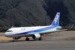 jk3yhgさんが、八丈島空港で撮影した全日空 A320-214の航空フォト(飛行機 写真・画像)