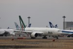 KAZFLYERさんが、成田国際空港で撮影したアリタリア航空 777-2Q8/ERの航空フォト(飛行機 写真・画像)