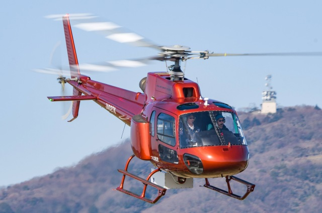 筑波のヘリ撮りさんが、つくばヘリポートで撮影したつくば航空 AS350B2 Ecureuilの航空フォト(飛行機 写真・画像)