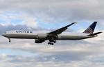 鉄バスさんが、成田国際空港で撮影したユナイテッド航空 777-322/ERの航空フォト(飛行機 写真・画像)