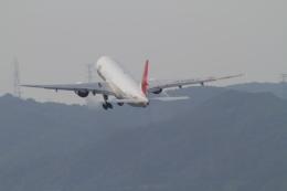 TAK_HND_NRTさんが、伊丹空港で撮影した日本航空 777-246の航空フォト(飛行機 写真・画像)