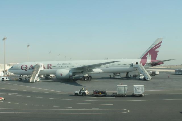 だいすけさんが、ドーハ国際空港で撮影したカタール航空 777-3DZ/ERの航空フォト(飛行機 写真・画像)