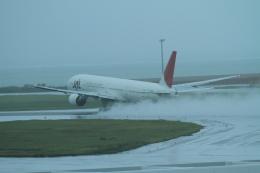 TAK_HND_NRTさんが、那覇空港で撮影した日本航空 777-346の航空フォト(飛行機 写真・画像)
