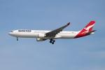OMAさんが、シンガポール・チャンギ国際空港で撮影したカンタス航空 A330-303の航空フォト(飛行機 写真・画像)