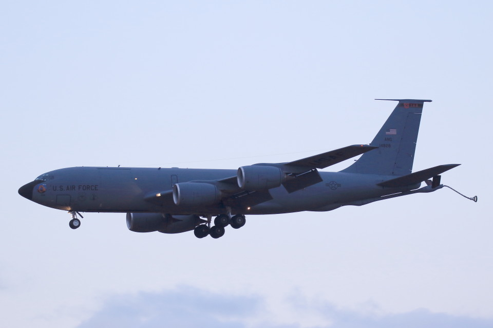 MH-38Rさんのアメリカ空軍 Boeing C-135 Stratolifter (64-14828) 航空フォト