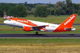PASSENGERさんが、ベルリン・テーゲル空港で撮影したイージージェット A319-111の航空フォト(飛行機 写真・画像)