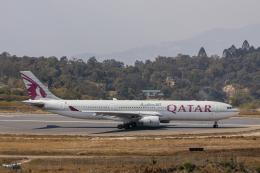 こーいちさんが、トリブバン国際空港で撮影したカタール航空 A330-302の航空フォト(飛行機 写真・画像)