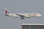 kuro2059さんが、香港国際空港で撮影したカタール航空カーゴ 777-FDZの航空フォト(飛行機 写真・画像)