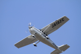 TAK_HND_NRTさんが、高松空港で撮影した日本エアロスペース 182S Skylaneの航空フォト(飛行機 写真・画像)