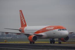 JA8037さんが、アムステルダム・スキポール国際空港で撮影したイージージェット A320-214の航空フォト(飛行機 写真・画像)