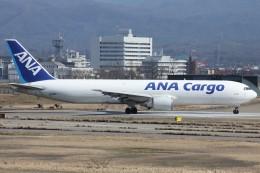 もにーさんが、小松空港で撮影した全日空 767-381Fの航空フォト(飛行機 写真・画像)