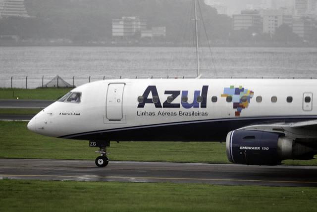 航空 事故 便 緊急 着陸 ブルー 292 ジェット