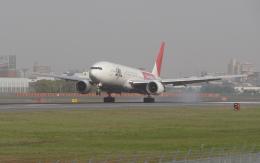 銀苺さんが、伊丹空港で撮影した日本航空 777-246の航空フォト(飛行機 写真・画像)