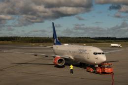 delawakaさんが、ストックホルム・アーランダ空港で撮影したスカンジナビア航空 737-883の航空フォト(飛行機 写真・画像)
