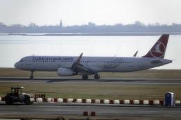 planetさんが、ヴェネツィア マルコ・ポーロ国際空港で撮影したターキッシュ・エアラインズ A321-231の航空フォト(飛行機 写真・画像)