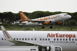 planetさんが、バルセロナ空港で撮影したイージージェット A319-111の航空フォト(飛行機 写真・画像)