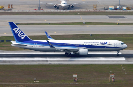 Asamaさんが、香港国際空港で撮影した全日空 767-381/ERの航空フォト(飛行機 写真・画像)
