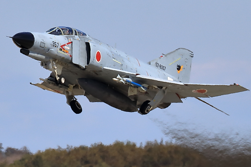 take_2014さんの航空自衛隊 Mitsubishi F-4EJ Kai Phantom II (57-8357) 航空フォト