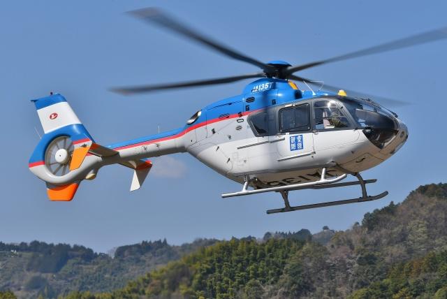 ブルーさんさんが、静岡ヘリポートで撮影した産経新聞社 EC135T1の航空フォト(飛行機 写真・画像)