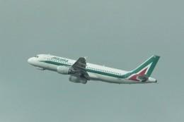 やまそらさんが、レオナルド・ダ・ヴィンチ国際空港で撮影したアリタリア航空 A320-214の航空フォト(飛行機 写真・画像)