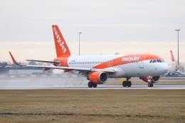 BTYUTAさんが、ヴァーツラフ・ハヴェル・プラハ国際空港で撮影したイージージェット A320-214の航空フォト(飛行機 写真・画像)